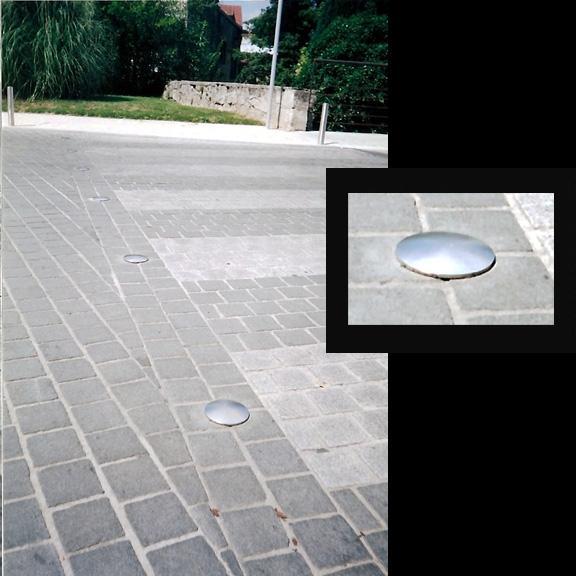 Des clous délimiteront les emplacements de stationnement